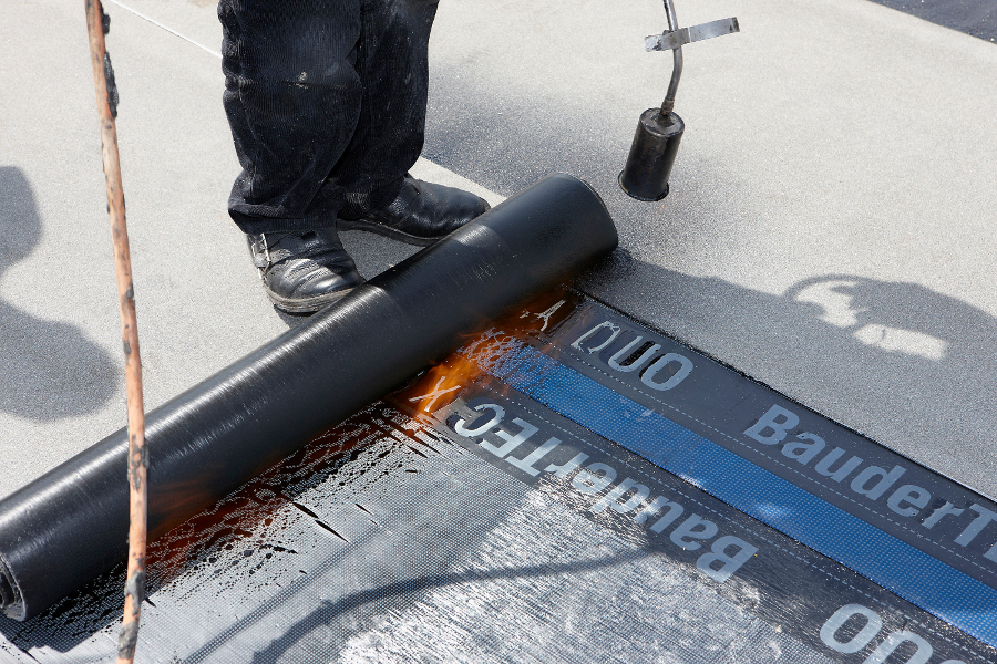 Beispiel für Verlegung einer Bitumen Flachdachabdichtung auf der Website der Spenglerei Voth